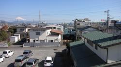富士山と社屋